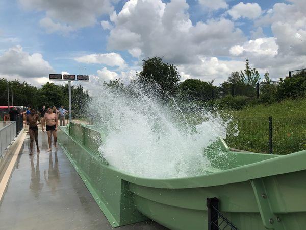 """""""A l'arrivée, il y a un grand splash d'eau, c'est trop bien !"""" (Isaac, 11 ans)."""