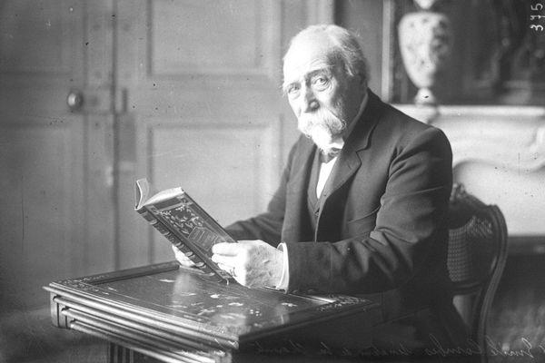 Emile Combes a été plusieurs fois ministres lorsqu'il devient président du Conseil en juin 1902