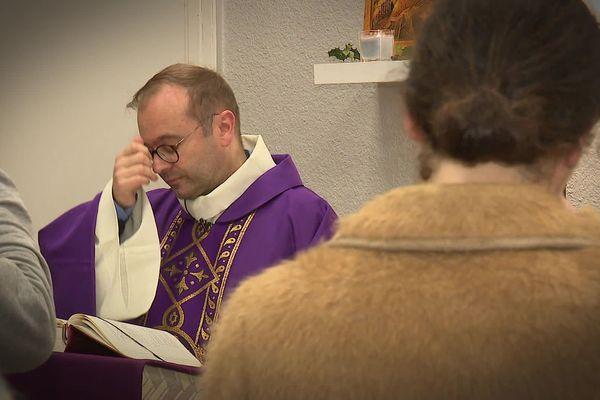 Le Père Nicolas Guillou officie à Rennes.