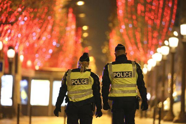 Les forces de l'Ordre ont évacué des supporters des Bleus sur les Champs-Elysées après Portugal-France, mercredi soir
