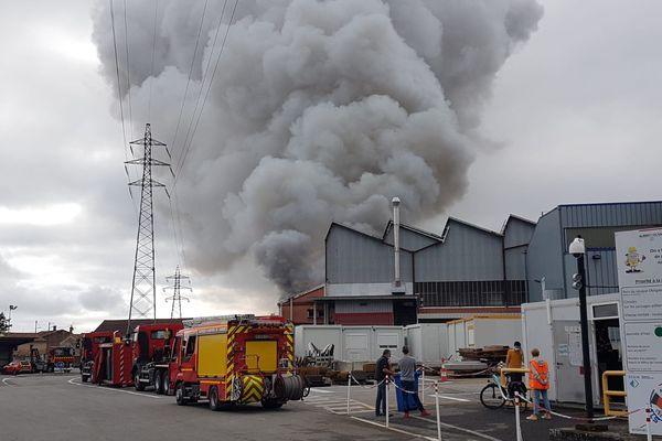 L'usine d'Aubert et Duval à Pamiers (Ariège). Un incendie s'est déclaré sur le site ce vendredi 10 septembre 2021. Les autorités parlent de risques toxiques, les riverains sont appelés à rester confinés.