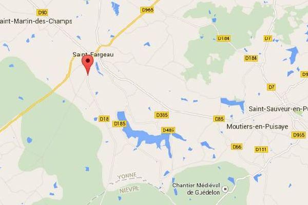 la circulation a été déviée plusieurs heures sur la RD 965 à hauteur de la commune de  Saint-Fargeau, afin de redresser un camion qui s'était couché.