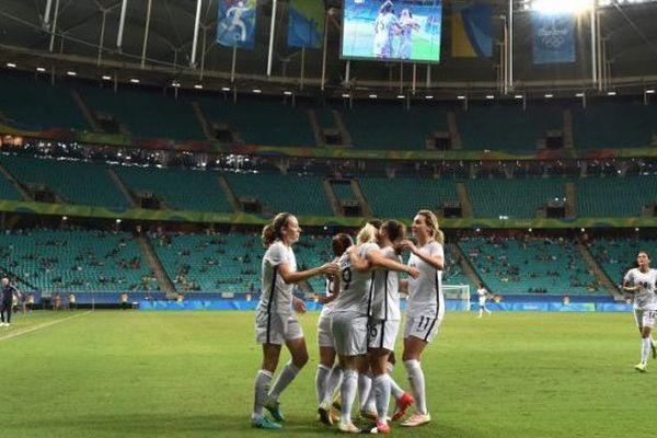 Les Françaises se sont qualifiées grâce à un but d'Eugénie Le Sommier et deux buts de Louisa Cadamuro.