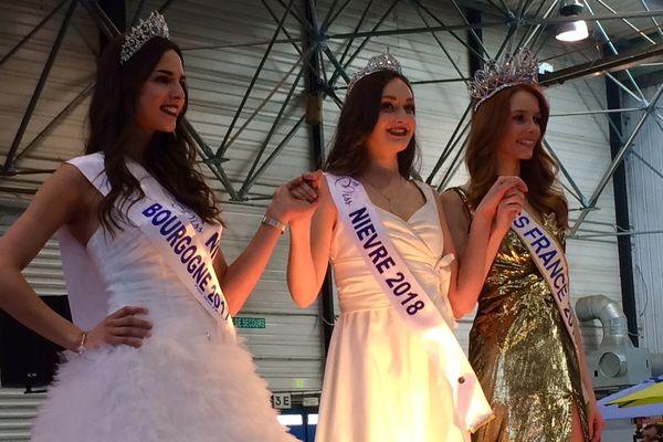 Le jury a remis la couronne à Lylou Herrera (au centre), jeune nivernaise de 17 ans.