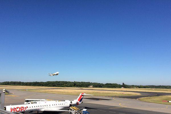 Pendant deux ans, la présence de particules ultrafines dans l'air aux abords de l'aéroport de Nantes Atlantique va être mesurée.