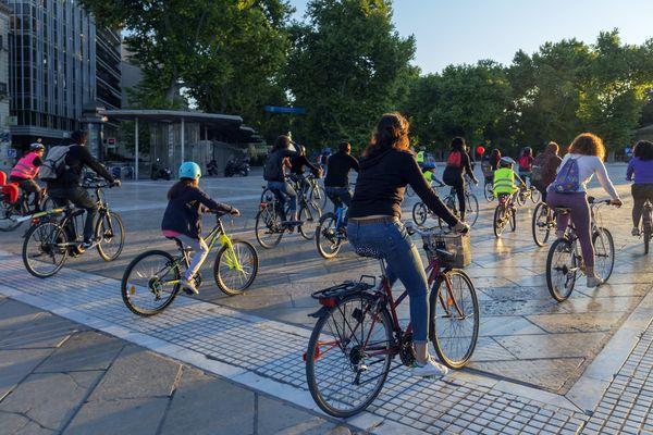 A défaut de pistes cyclables en nombre suffisant, des cyclistes prennent le pavé à Montpellier (archive)