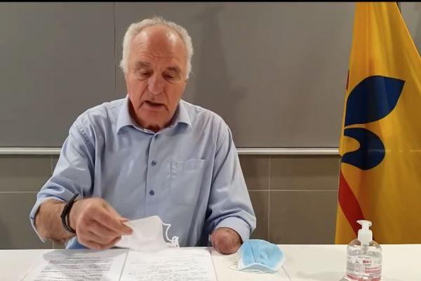 Roger Pellenc dénonce la non conformité des masques commandés pour la ville de Pertuis