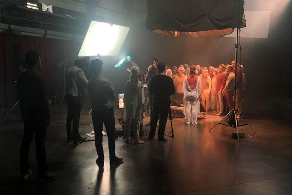 Les Ateliers du Cinéma à Beaune accueillent des figurants bénévoles pour filmer une chorégraphie à l'occasion du Festival du Film d'Amour de Saint-Amour (Jura)