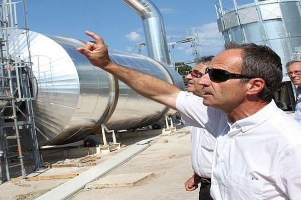 Séverac-le-Château (Aveyron) - Bernard Chapon, patron de Cogra, fait visiter sa future usine aux élus du conseil général - 2013.