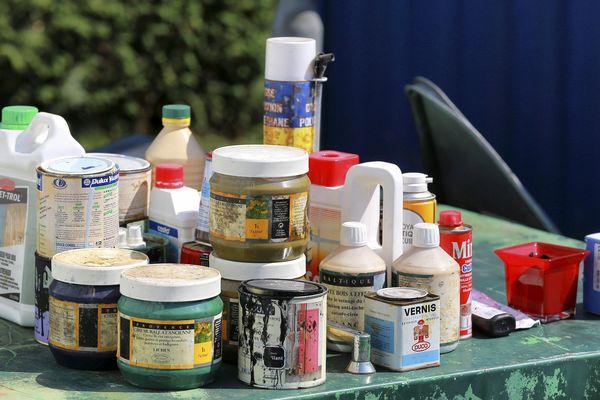 Dans les déchetteries de l'agglomération de Montluçon, les bacs destinés aux produits dangereux des ménages ont disparu. EcoDDS, éco-organisme en charge de la collecte de ces déchets, a décidé de suspendre le service. (Photo d'illustration)