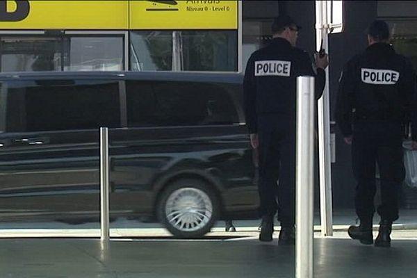 Depuis le 13 novembre 2015, la présence policière a été renforcée à l'aéroport de Toulouse-Blagnac.