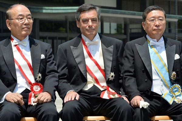 """François Fillon, député de Paris, a affirmé sa volonté d'être candidat en 2017 lors d'une visite au Japon, visite au cours de laquelle il s'est vu remettre le """"grand cordon de l'ordre du Soleil levant"""", la plus haute distinction du pays."""