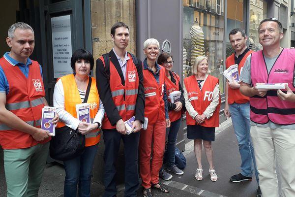 Les syndicalistes se sont réunis ce lundi 4 juin pour sensibiliser les contribuables sur le devenir du service public.