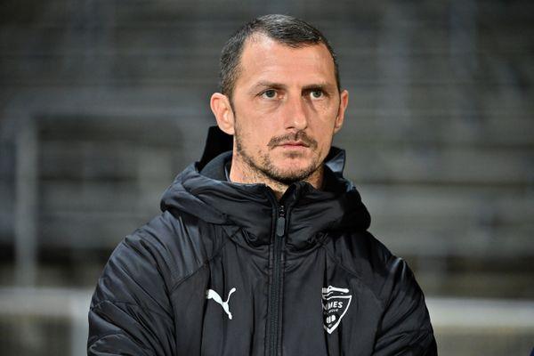 Le domicile nîmois de l'entraîneur du Nîmes Olympique Jérôme Arpinon a été cambriolé dans la nuit de mercredi à jeudi, quand il était à Paris avec son club après un match contre le PSG.