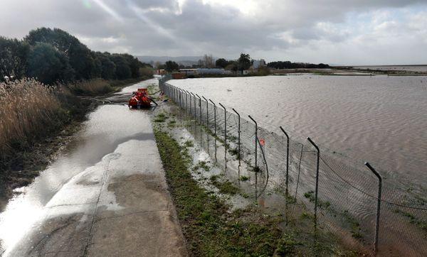 Il y a un mois, la tempête Fabien avait provoqué de graves dégâts, et la fermeture de l'aéroport d'Ajaccio, dont les pistes avaient été inondées.