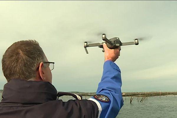 La Brigade nautique utilise désormais un drone pour relever les immatriculations des embarcations sur les parcs ostréicoles.
