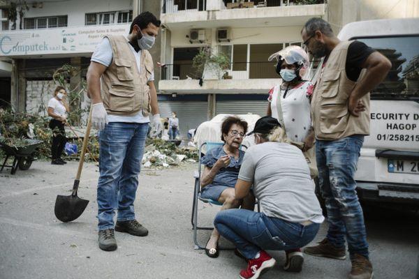 Solidarité entre les habitants de Beyrouth pour aider les personnes âgées