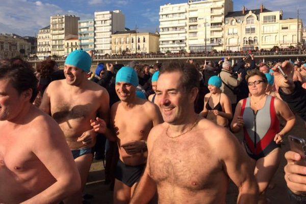 Le bain du 1er janvier 2016 aux Sables d'Olonne
