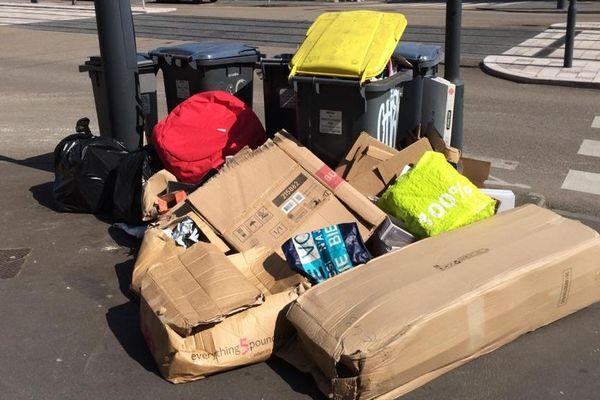 Les poubelles jaunes à Tours débordent