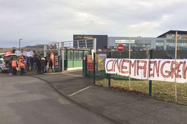 Des personnels de 3 cinémas de Clermont-Ferrand sont appelés à la grève, mercredi 13 décembre, à l'occasion de la sortie du nouvel opus de Star Wars. Ils réclament de meilleures conditions de travail.