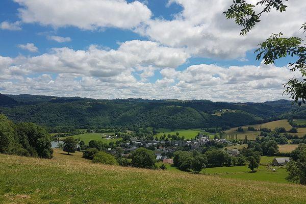 Menet dans le Cantal est l'un des villages cartes postales que nous allons vous faire découvrir