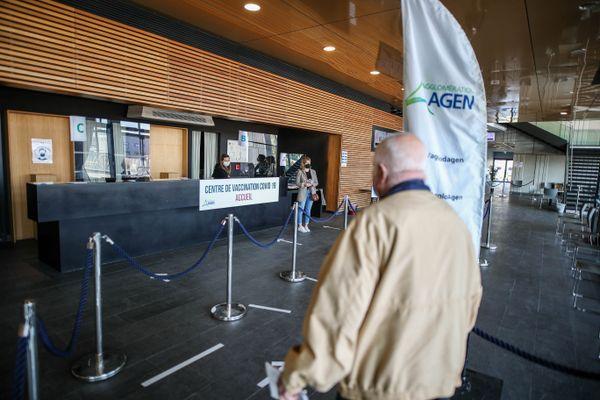 Ouverture du vaccinodrome centre de vaccination COVID-19 au palais expo congrès d'Agen (47)