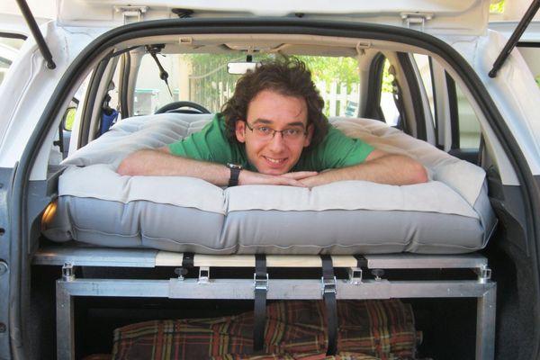 C'est un lit, qui roule, ça ne s'appelle pas un camping car ?