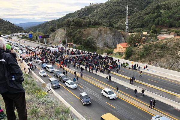 Il y a déjà plusieurs centaines de kilomètres de bouchons des deux côtés de la frontière espagnole - 11 novembre 2019
