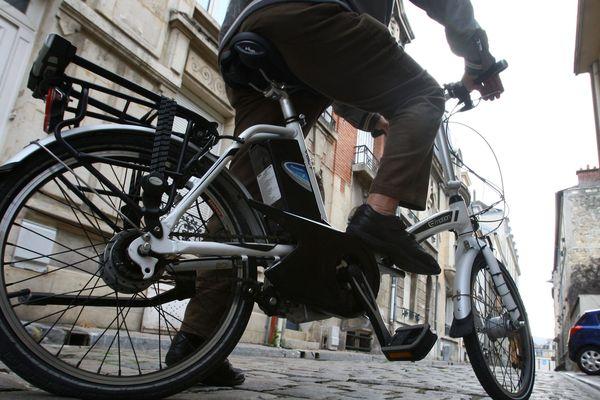 Salers et Allanche, deux petites communes du Cantal, proposent des journées de découverte du vélo à assistance électrique pour les seniors. L'objectif est d'encourager l'utilisation par les seniors d'un moyen de locomotion bénéfique pour leur santé.