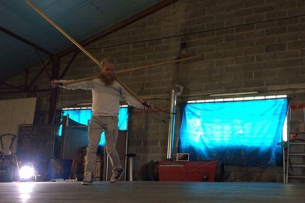 """L'artiste finlandais installé à Nexon Jani Nuutinen prépare son nouveau spectacle """"Chimera"""""""