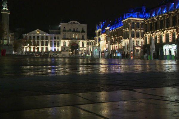 La Grand Place totalement vide à 21 heures samedi 17 octobre. Le couvre-feu est entré en vigueur.