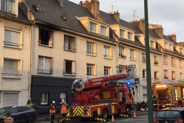 Caen : une personne se défenestre pour échapper à un incendie