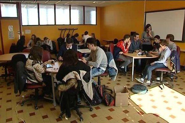 Le lycée Parriat de Montceau-les-Mines développe la pédagogie inversée dans une classe de seconde grâce aux tablettes