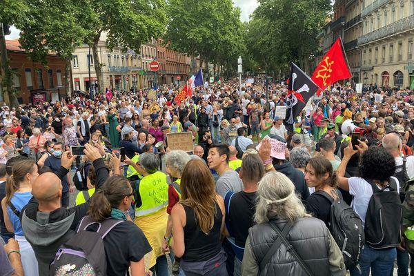 La théorie de l'escalade de l'engagement peut expliquer que les manifestants soient de plus en plus nombreux.