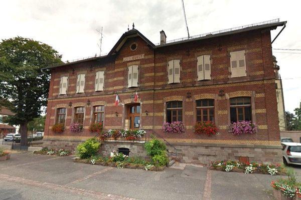 La mairie-école d'Ebersmunster a été la cible d'inscriptions à caractère antisémite, vendredi 3 mai.