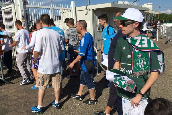 Par petits groupes, les supporters sont arrivés au stade Montpied pour le match amical entre Saint-Etienne et Marseille.