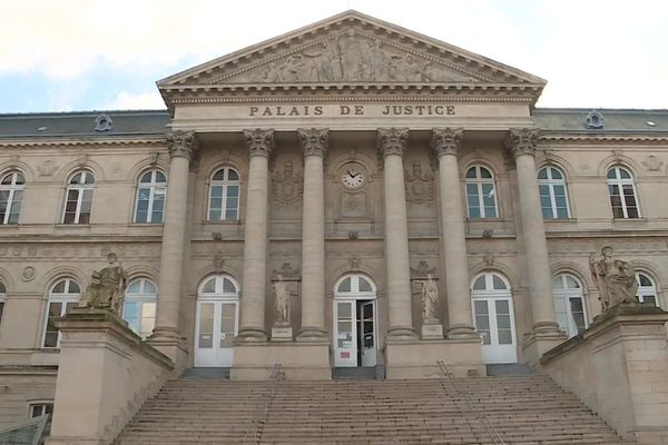 2ème journée du procès de Diego Monvoisin aux assises d'Amiens pour le meurtre de Noémie Feuilloy.