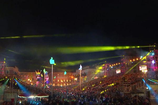 Le tribunes du carnaval de Nice en 2020, sur la place Masséna.