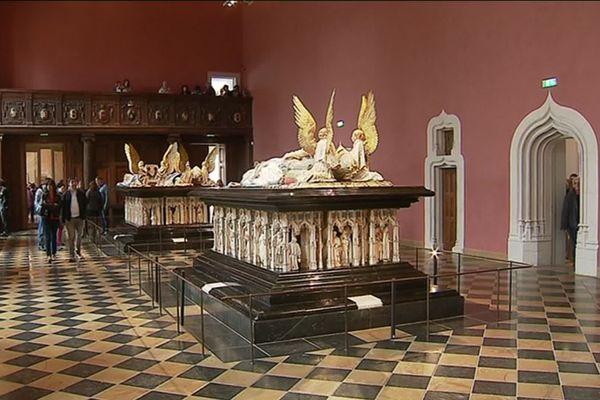 La salle des Tombeaux, au Musée des Beaux-Arts de Dijon, abrite les cénotaphes de Jean Sans Peur (et Marguerite de Bavière) et de Philippe Le Hardi.