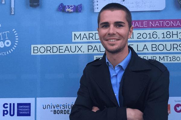 """Bertrand Cochard qui représentait Université Nice Côte d'Azur lors de la finale nationale du concours """"Ma thèse en 180 secondes"""""""
