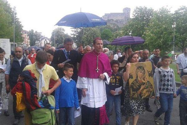 Mgr Brouwet entouré des Chrétiens d'Orient