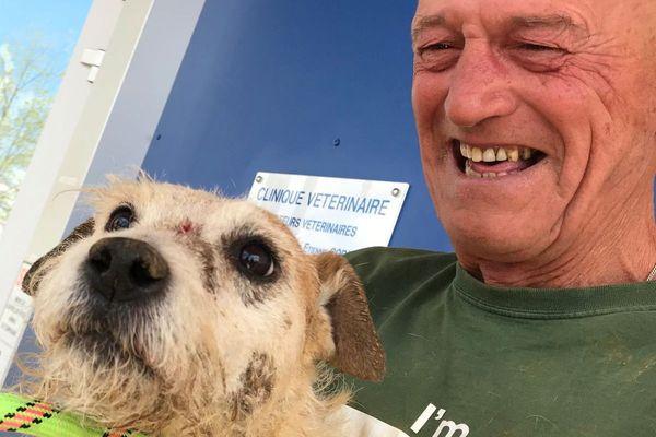 Mike et son chien Billy qui est resté coincé plusieurs jours dans un tunnel sous le niveau du canal de Bourgogne