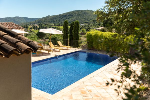 Cette année, les Français devraient être plus nombreux que les étrangers à profiter des piscines varoises.