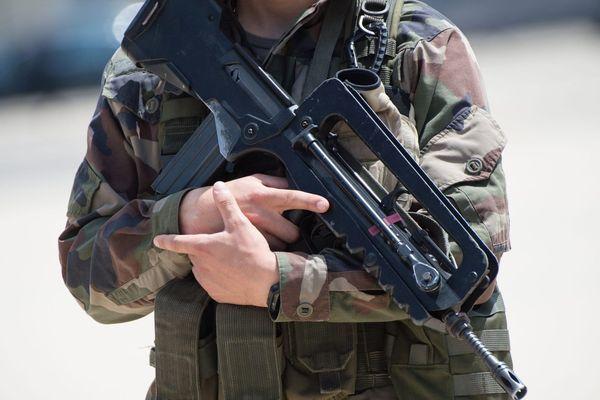 Des fusils d'assaut Famas et des pistolets automatiques avaient été dérobés le 21 septembre 2016 sur la base aérienne 125 d'Istres.