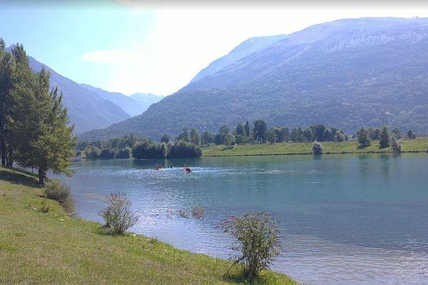 Le lac des gaves, à Préchac (Hautes-Pyrénées)