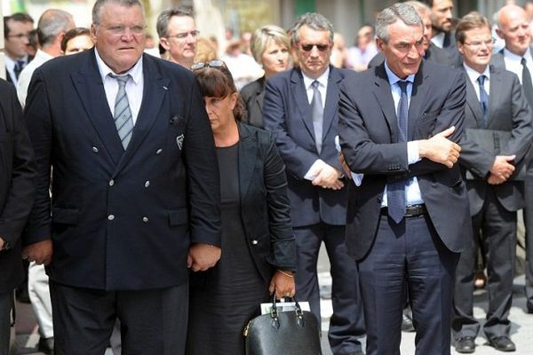 Pierre-Yves Revol (à droite) aux obsèques de Pierre Fabre à Castres le 24 juillet 2013