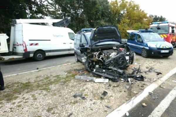 L'homme en fuite aurait percuté un véhicule de gendarmerie du Gard mardi 1er décembre 2020.