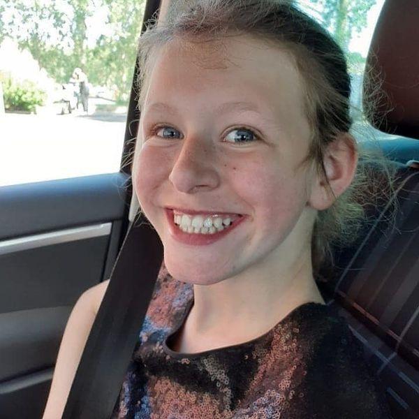 Cassandra a 14 ans, elle est atteinte du syndrome de williams-beuren, elle souhaite plus que tout suivre une scolarité classique.