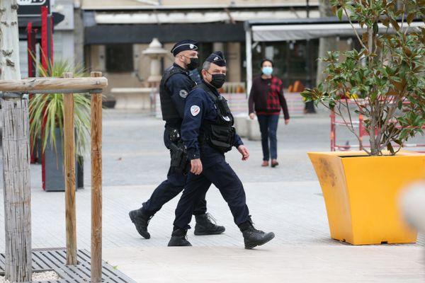 Contrôles à Draguignan du port du masque dans la rue, et contrôle des attestations dérogatoires de déplacements.