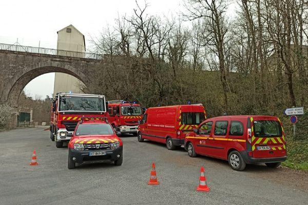 Un important dispositif des pompiers du Tarn autour du site de l'entreprise Moulins Soufflet à Saint-Genest-de-Contest dans le Tarn.